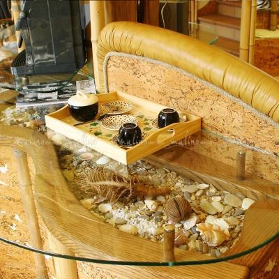 С 2002г. по 2009г мы создали в Москве несколько магазинов элитной мужской обуви 'Клуб Босяков'. Для этих объектов мы не только создали проект, но и полностью разработали изготовили в наших мастерских все торговое оборудование и элементы декора. С целью создания оригинального запоминающегося образа для производства оборудования мы использовали только натуральные материалы: массив дуба, натуральную кожу, бамбук, мрамор, текстиль и росписи по тканям.
