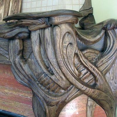 2013г. Частный интерьер. Фрагмент портала камина. Массив дуба, ручная резьба.
