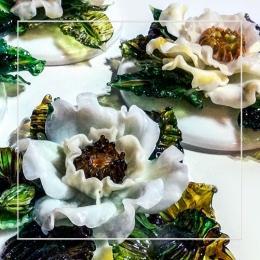 Цветок на подставке